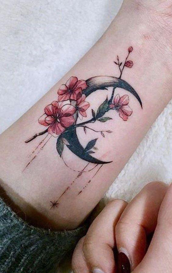 Луна и Цветы на Запястье