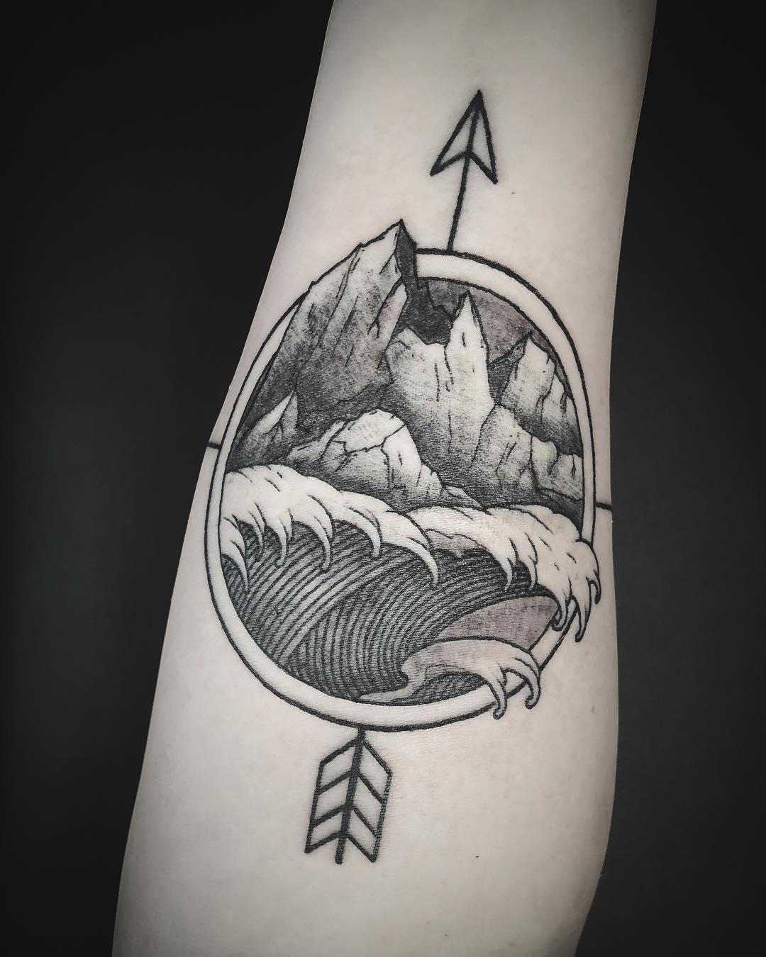 Татуировка Стрела с Картиной на Руке