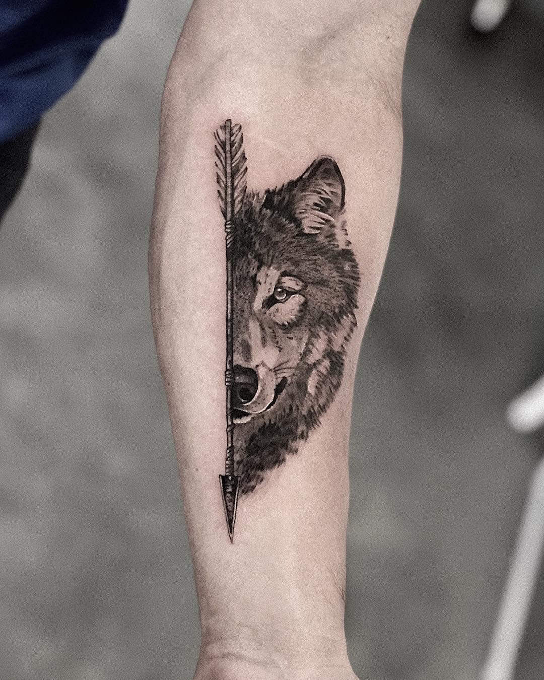 Стрела и Волк на Руке