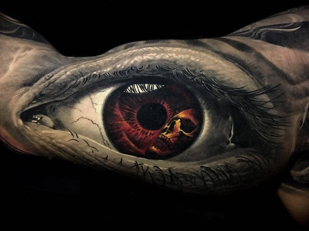 Рисунок Глаз и Череп на Бицепсе
