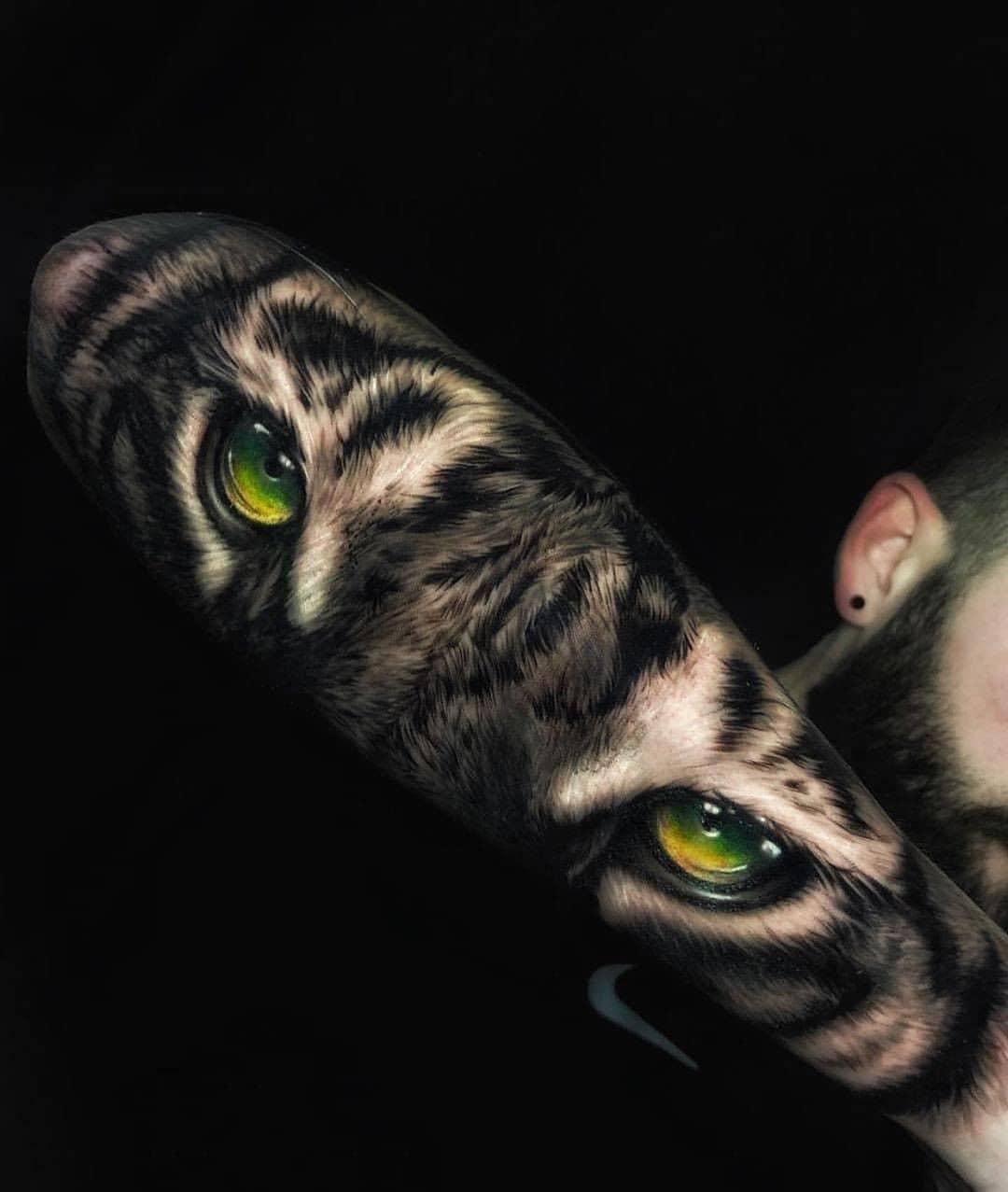 Мужская Тату Зеленые Глаза на Предплечье