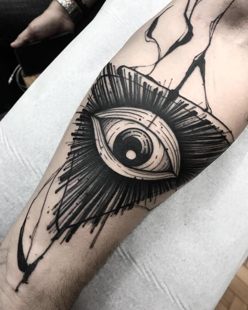 Черная Татуировка Глаз в Треугольнике