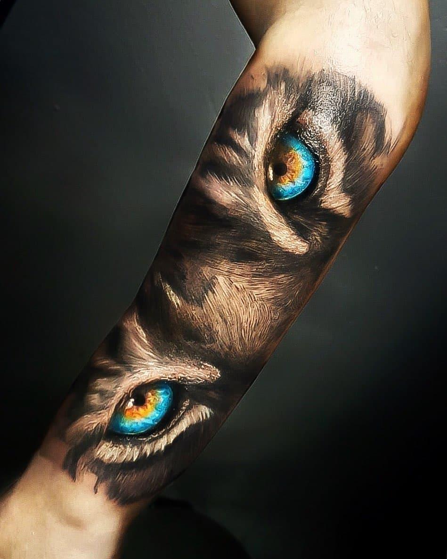 Тату Глаза Тигра на Руке