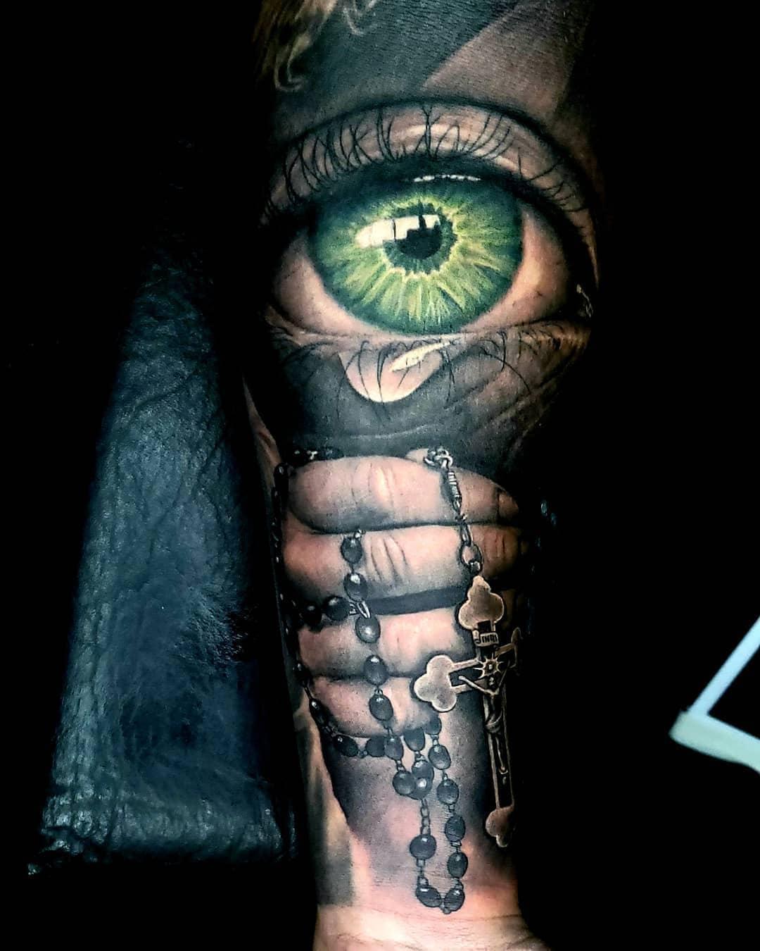 Плачущий Зеленый Глаз и Рука с Крестом