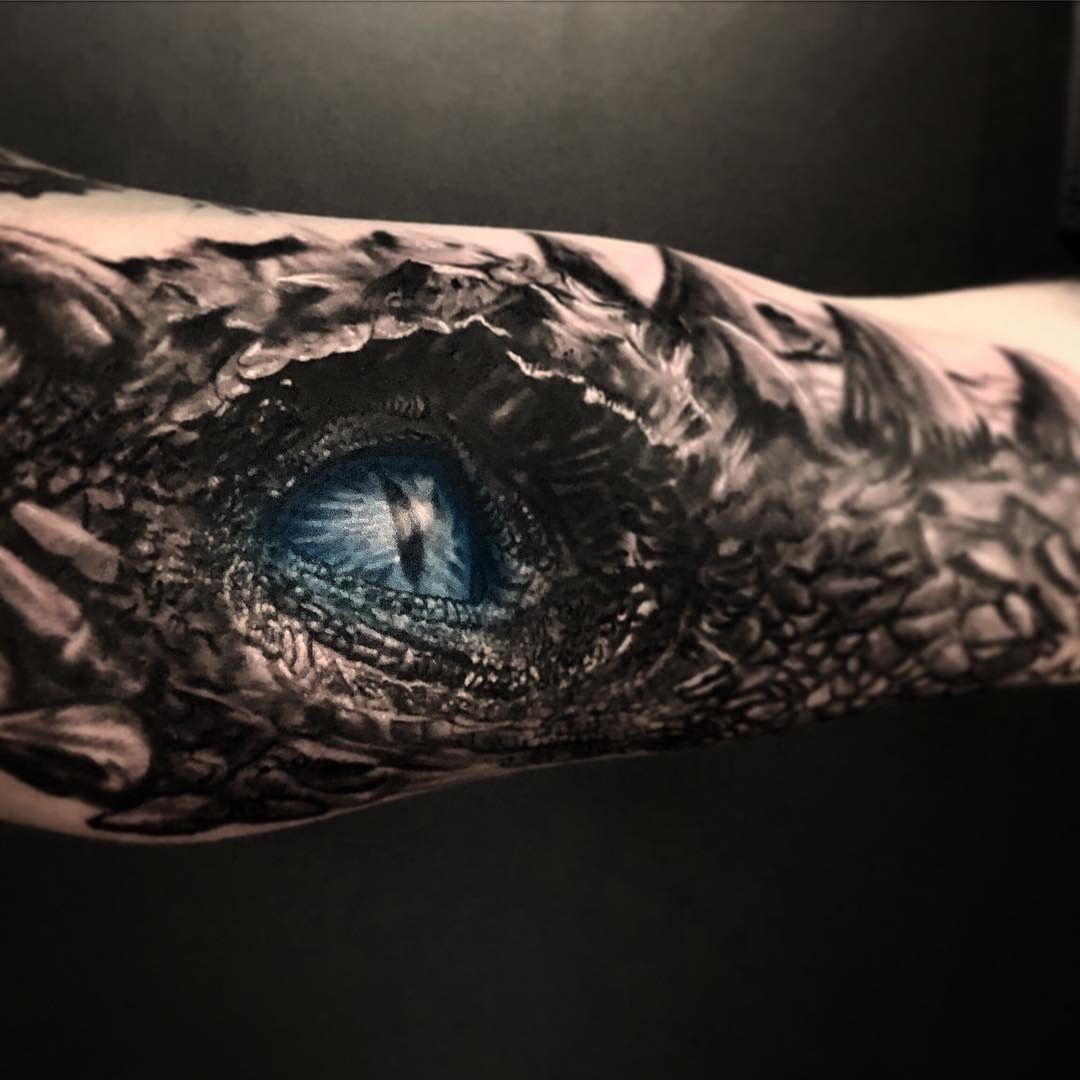 Татуировка Голубой Глаз Дракона на Руке