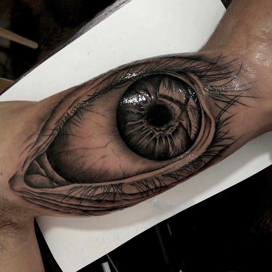 Большой Глаз на Бицепсе