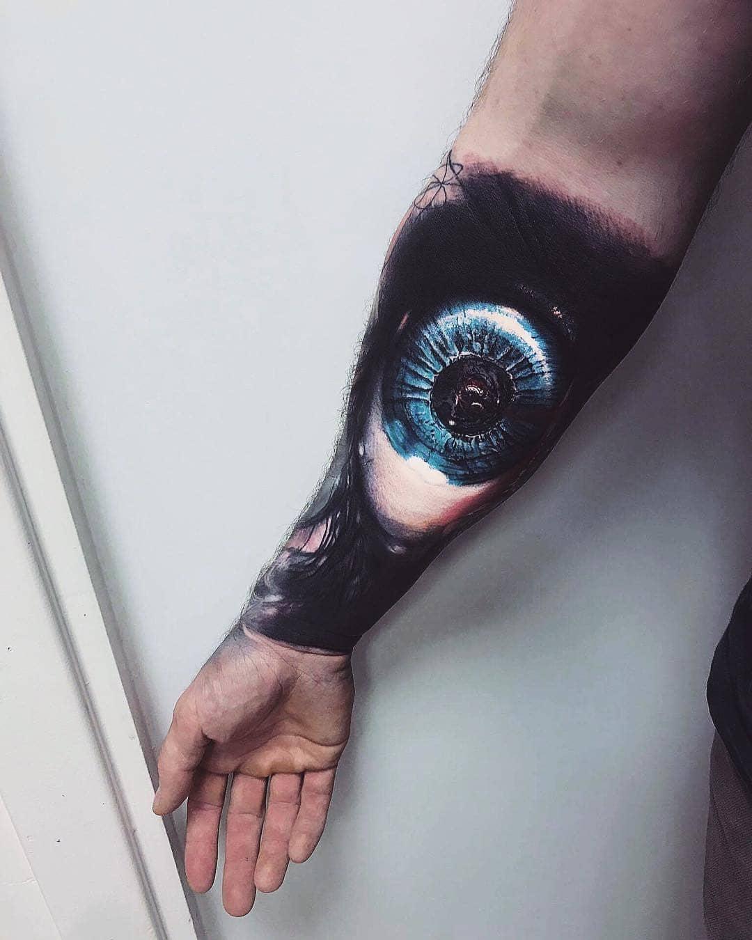 Тату Большой Синий Глаз на Руке