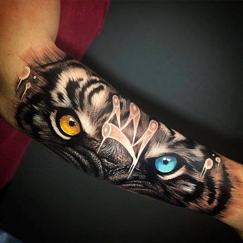 Яркая Татуировка Тигра на Руке