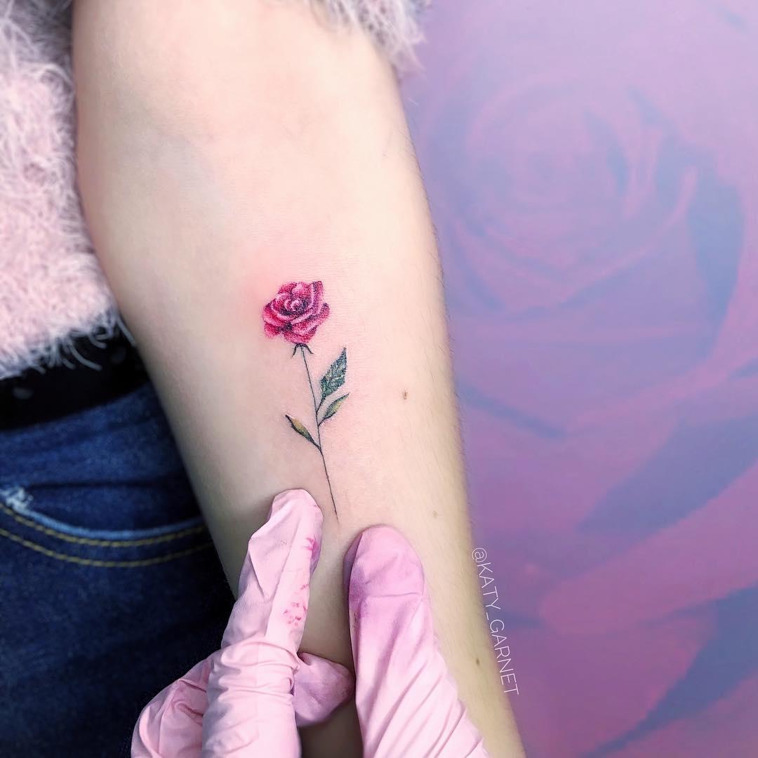 Маленькая Тату Розы на Руке