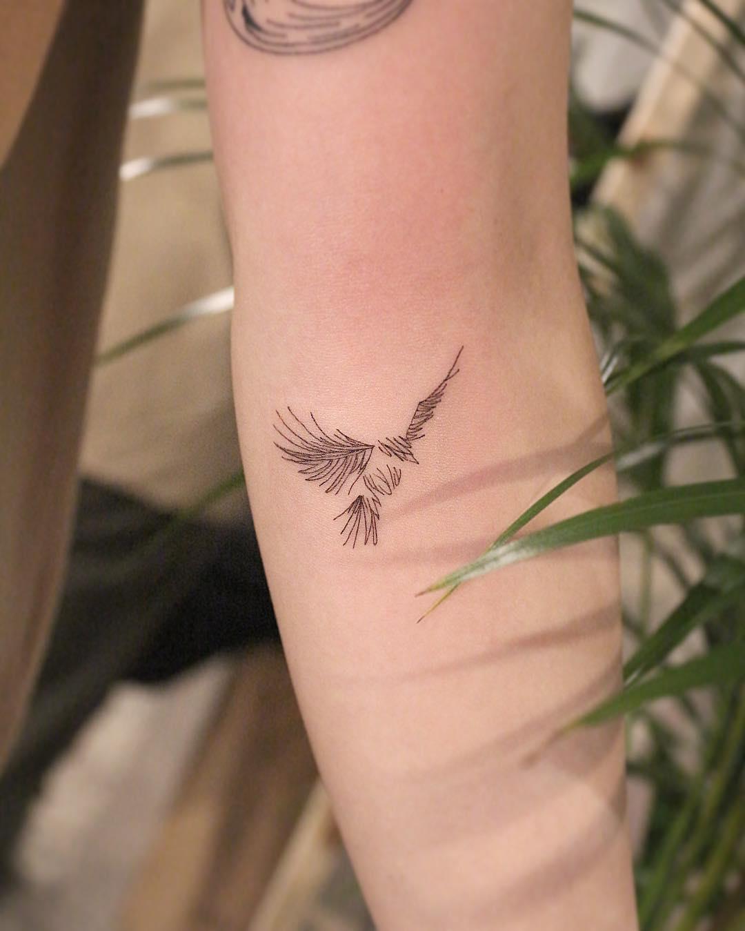 Рисунок Птицы на Руке для Девушек