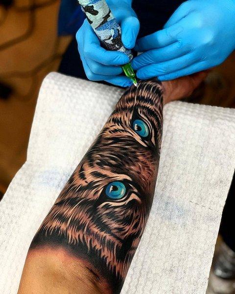 Татуировка Тигра с Яркими Глазами