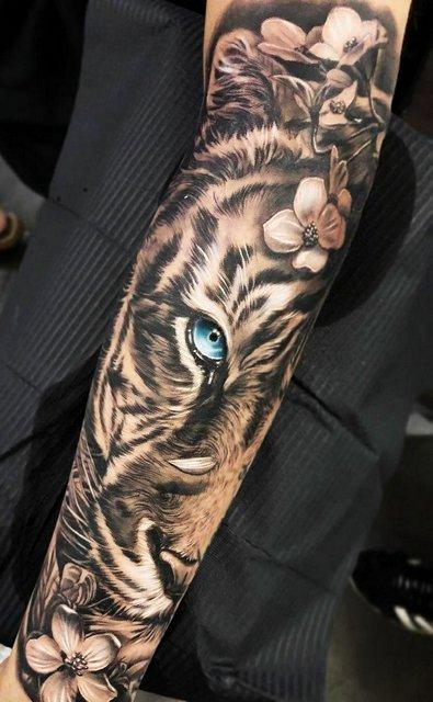 Большая Татуировка с Тигром на Руке