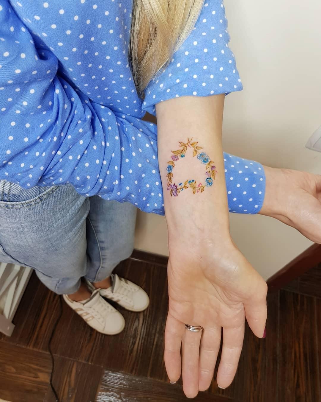 Татуировка Бабочек в Виде Сердца на Руке