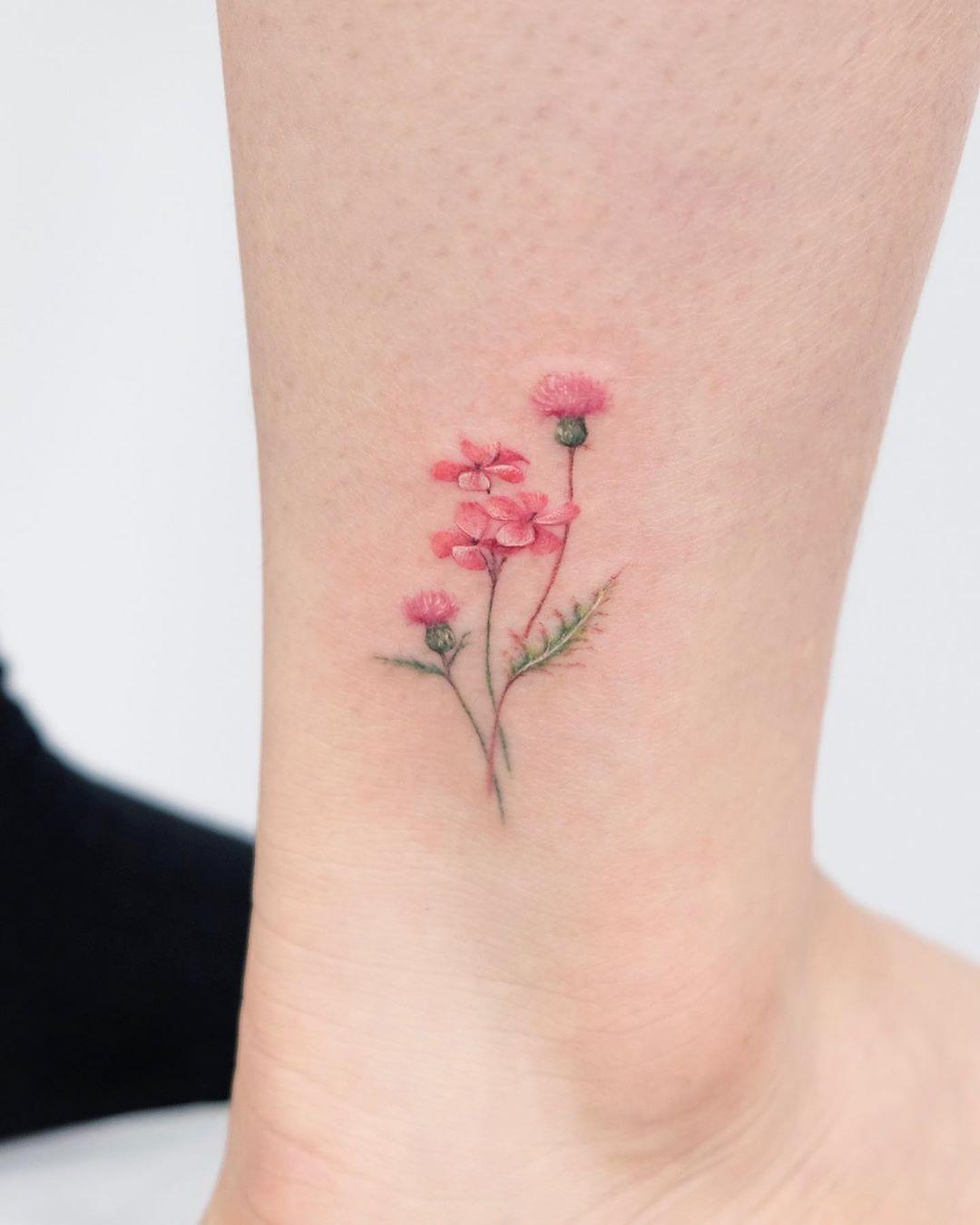 Цветная Татуировка Цветов на Ноге