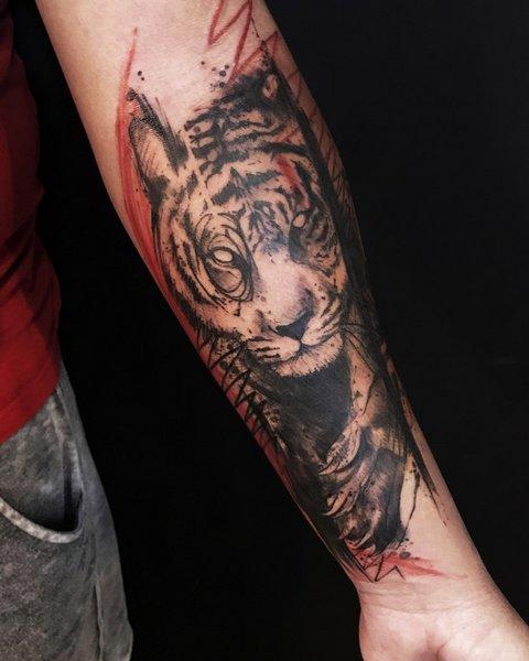 Объемная Татуировка Хищника на Руке для Мужчин