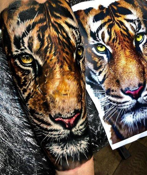 Татуировка с Реалистичным Тигром на Руке