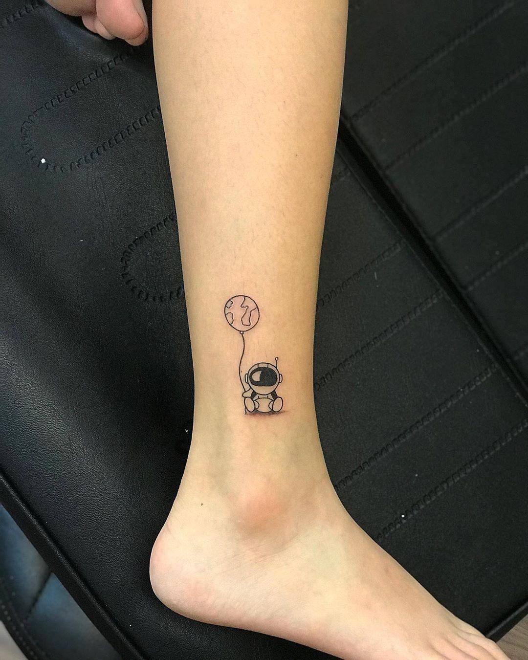 Татуировка Робота с Шаром для Женщин