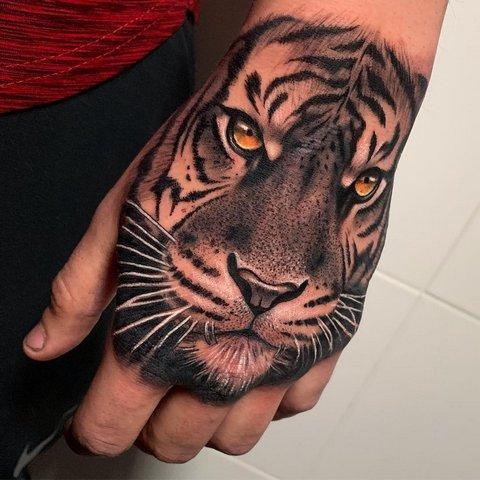 Объемная Татуировка Хищника на Руке для Парней