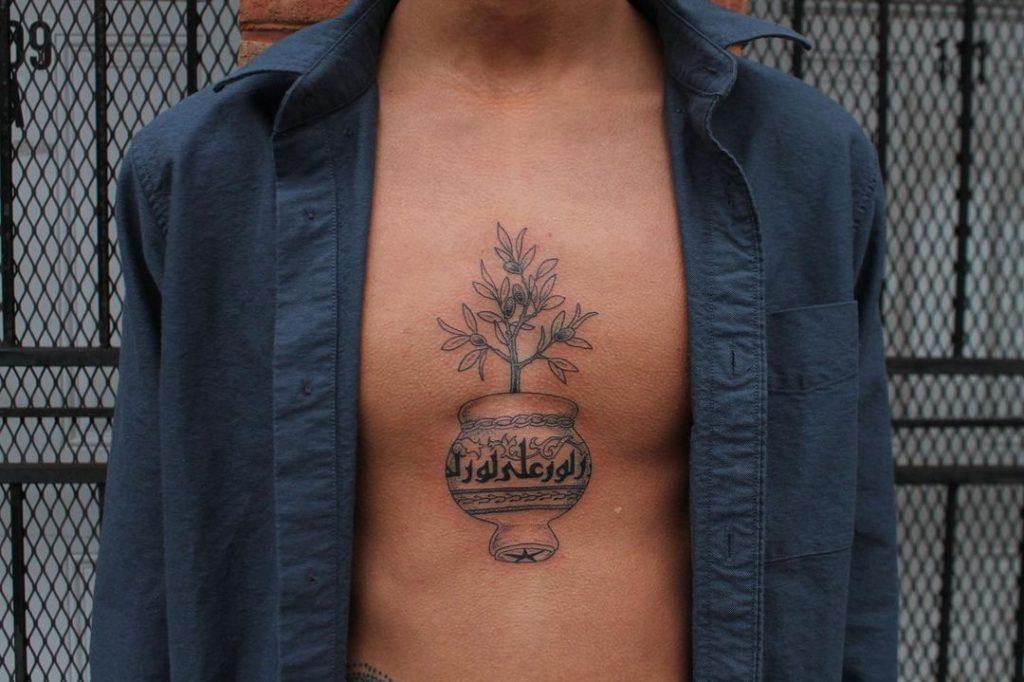 Мусульманская Татуировка на Груди