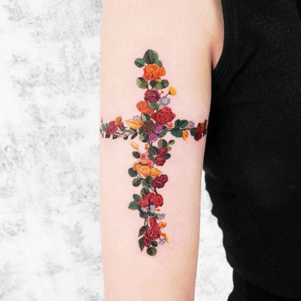 Крест и Роза Женская Татуировка