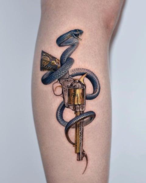 Синяя Змея и Револьвер
