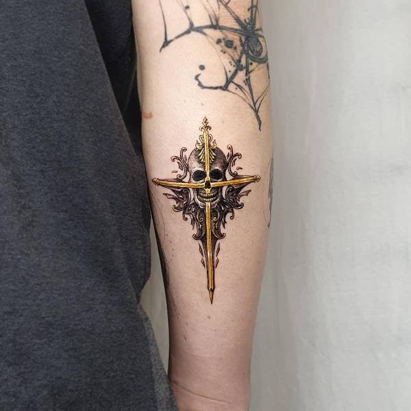 Красивая Татуировка Крест и Череп